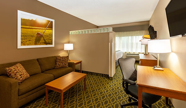 King Suite at Days Inn & Suites by Wyndham Madison, Wisconsin